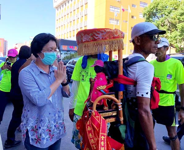 鹿耳門聖母廟媽祖環台抵彰化 王惠美在縣府前接駕祈福