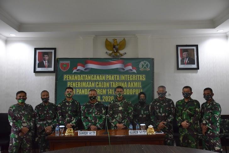 Penandatanganan pakta Intregitas Penerimaan Calon Taruna Akmil Subpanda Korem 141/Tp TA. 2020