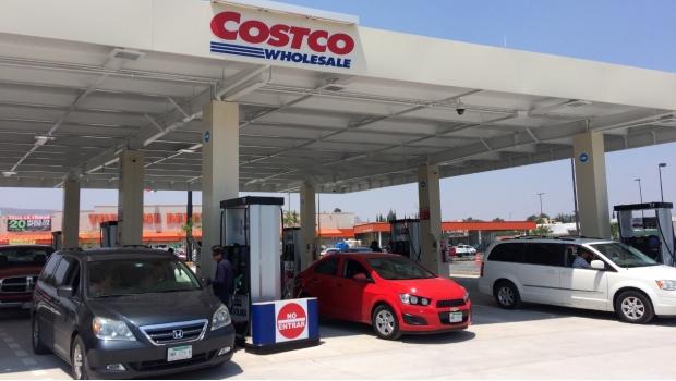 Clausuran gasolinera por despachar litros de más