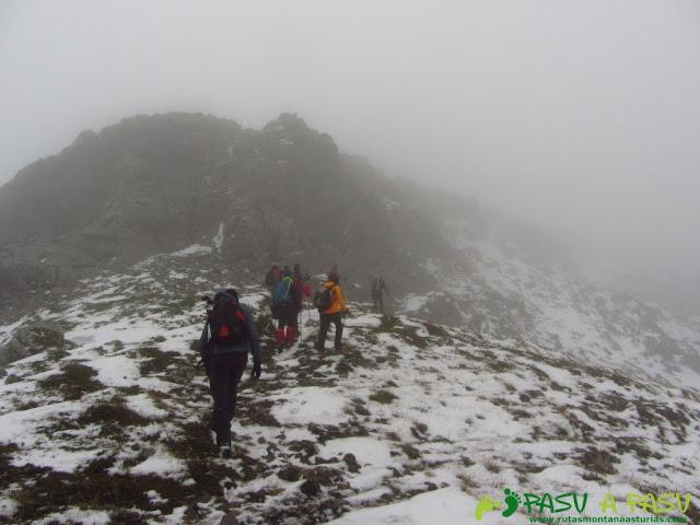 Ruta a la Barragana: Entrando en la arista de la Barragana