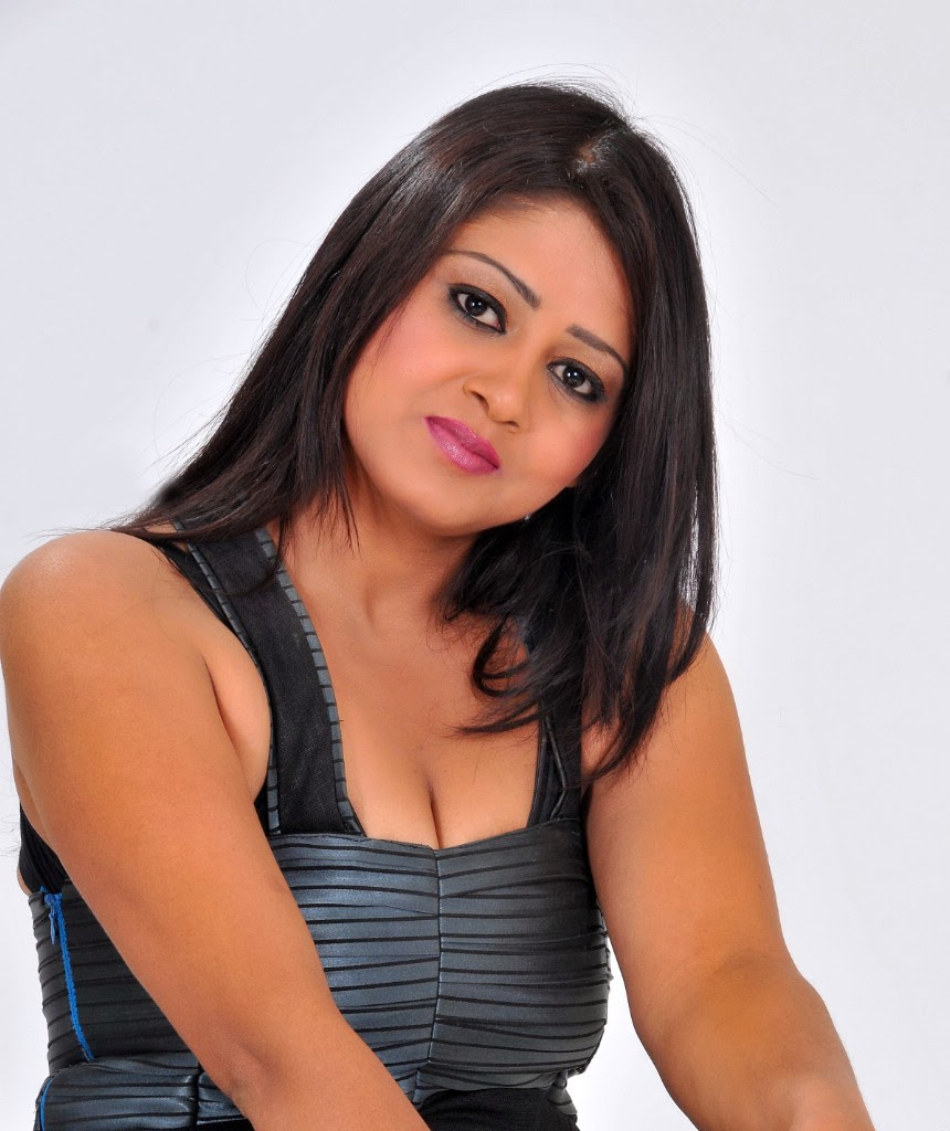 Sizzling Southern Stars: Sexy Punjabi Bhabhi Smita Tiwari