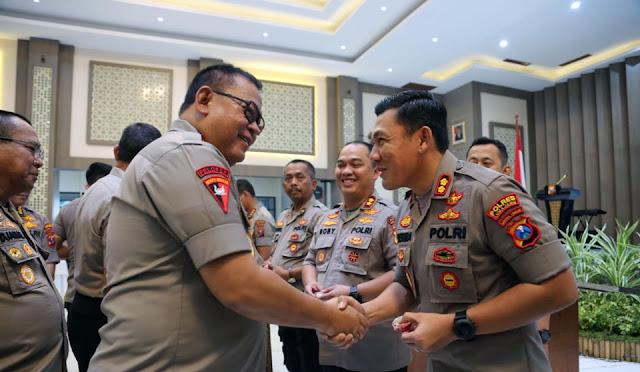 Kapolres Lumajang meraih penghargaan Pin Emas