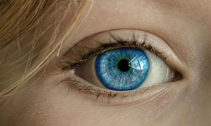 عملية زراعة القرنية للعين