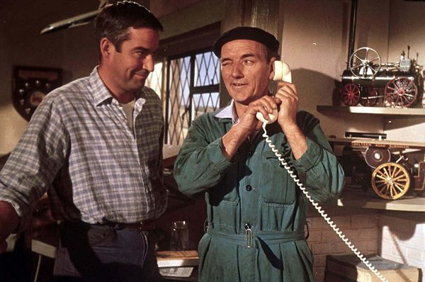 Jack Hopkins (Michael Craig) with his co-driver Fred (Sam Kydd)