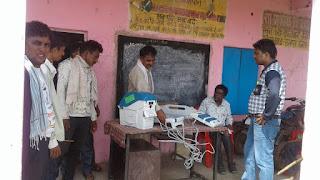 ग्राम पंचायत कंजावानी में मशीन में ट्रायल वोट डालकर आमजनो ने सीखा कैसे डालते है वोट