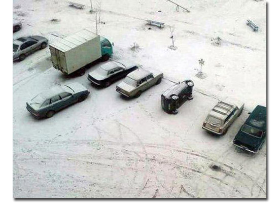 As fotos mais estranhas e inexplicáveis de todos os tempos - parte 3 - Estacionado capotado na neve