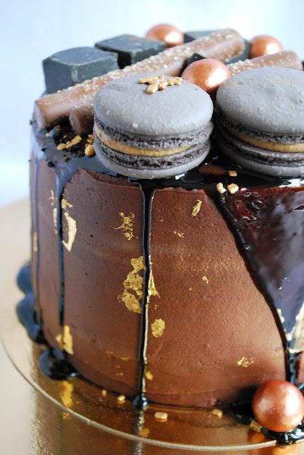 Lakritsi-suklaakakku