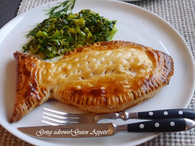 Świąteczny łosoś pieczony w cieście francuskim z duszonym porem z curry - Czytaj więcej »