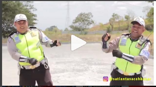 Beredar Video Kocak Polisi Tirukan PPAP yang Bikin Ribuan Netizen Tertawa