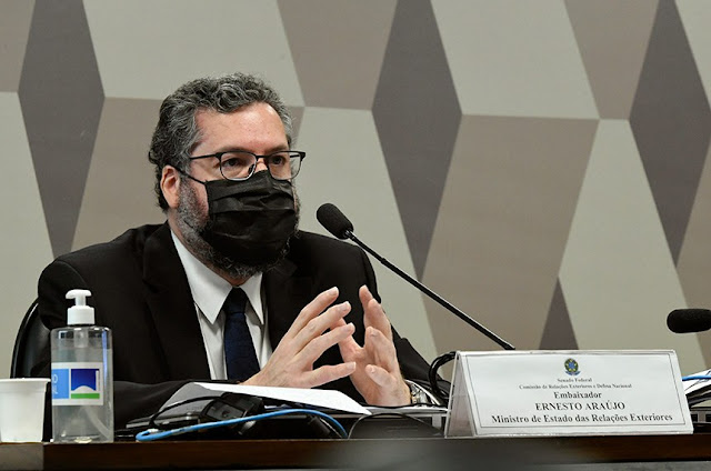 Ernesto Araújo presta depoimento à CPI da Covi-19 no senado