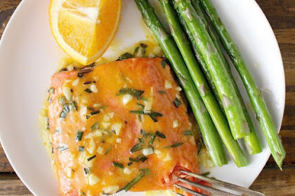 DELICIOUS GARLIC ORANGE GLAZED SALMON