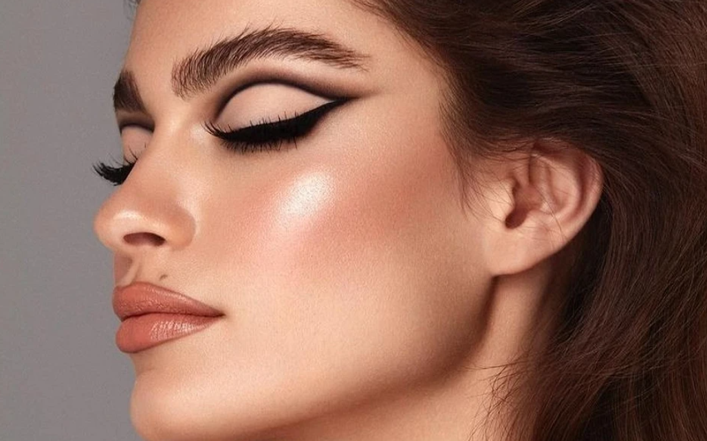 How to turn daytime makeup into evening makeup in three steps