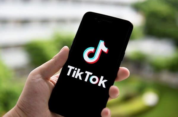 تبدأ TikTok التجارب لتحميل مقاطع فيديو لمدة 3 دقائق