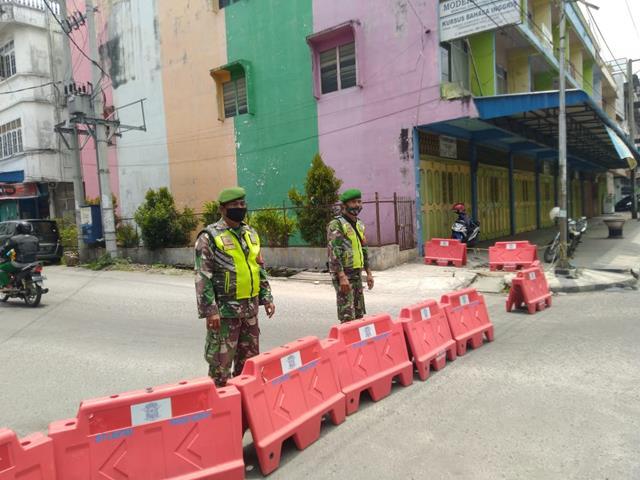 Penyekatan PPKM Level lll Dilakukan Personel Jajaran Kodim 0207/Simalungun Di Wilayah Kota Pematang Siantar