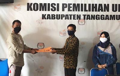 Ketua KPU Tanggamus Menyerahan Hasil Rapat Pleno  Kepada  KPU Provinsi Lampung