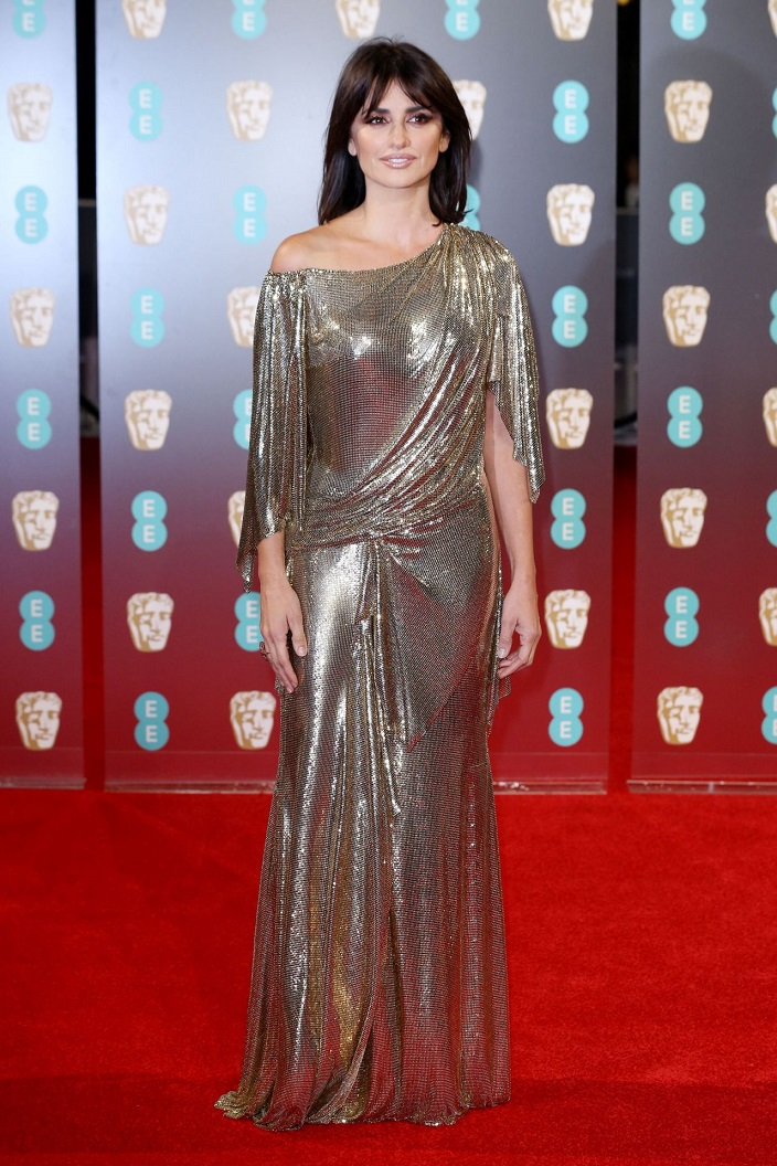 Penelope Cruz dazzles in Versace at the 2017 BAFTAs