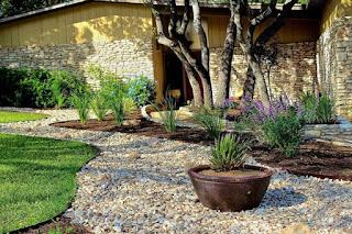 3 idei pentru a-ti amenaja curtea sau gradina cu pietris decorativ si piatra naturala decorativa