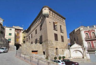 Fonz Ayuntamiento. Antiguo palacio del Obispo