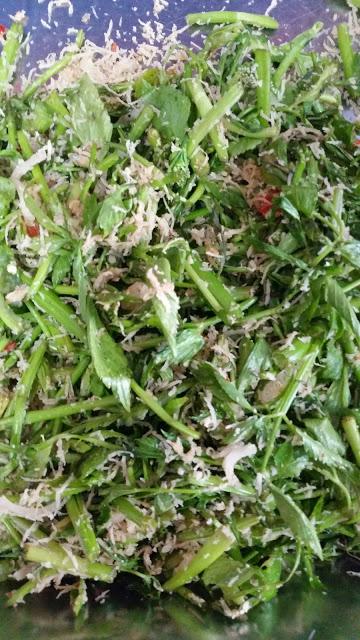 kerabu daun selom