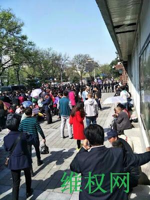 陕西省民代幼教师近两千人今天在省信访局上访维权(图)