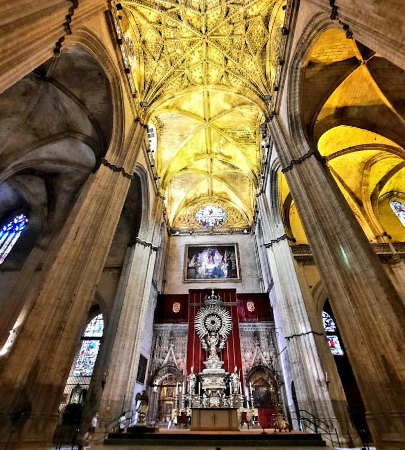Retablos, capillas y monumentos de la Catedral de Sevilla.