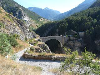 18世紀に建設されたアスフェルド橋 Pont d'Asfeld