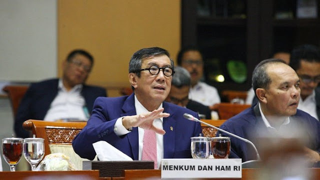Ugal-Ugalan Yasonna: Tumbalkan Ronny Usai Ditegur Jokowi