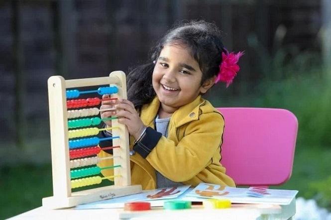 Una niña inglesa de cuatro años demostró que tiene un coeficiente similar al de Einstein