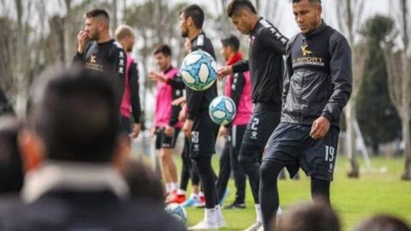Unos 2.000 futbolistas argentinos podrían quedar sin contratos