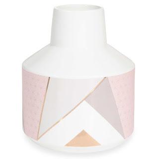 http://www.maisonsdumonde.com/FR/fr/produits/fiche/vase-en-ceramique-h-20-cm-athna-162106.htm