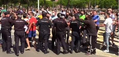 فيديو.. رئيس الحكومة الإسبانية يستقبل بالسب والشتم بسبتة المحتلة