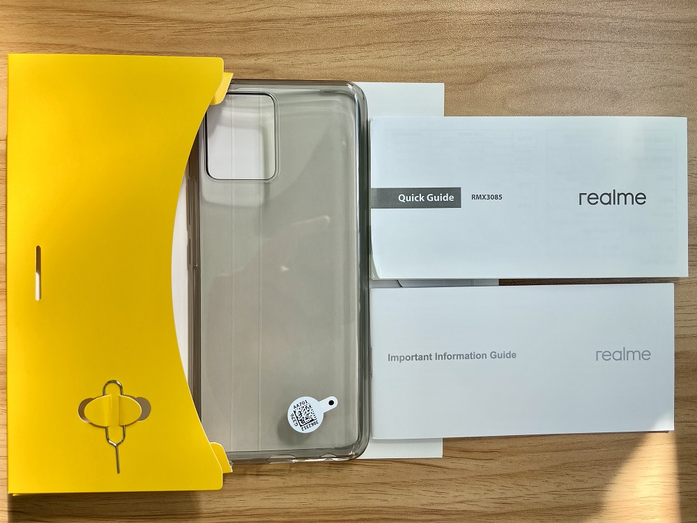 realme 8 - Pack Contents