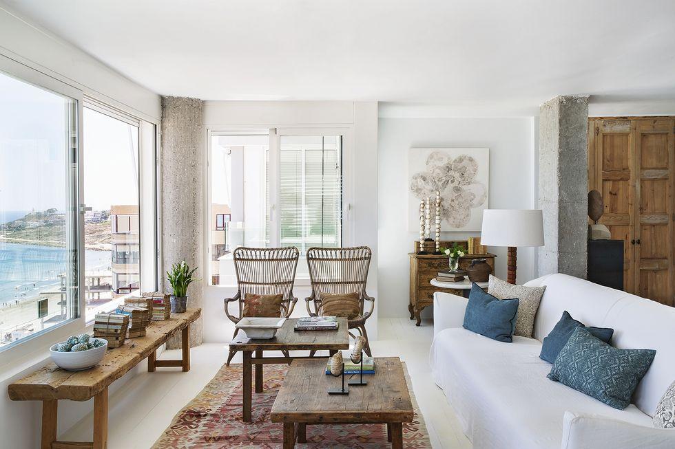 Beautiful apartment in Alicante by architect Toni Espuch