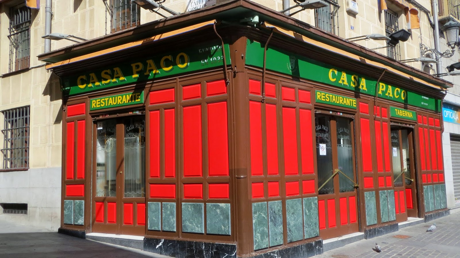 Casa Paco. Puerta Cerrada