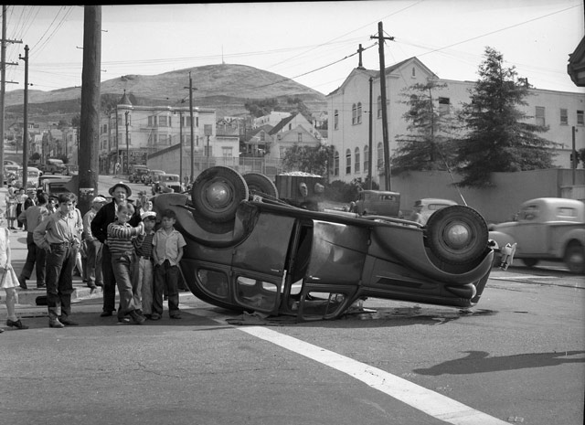 Traffic accident in San Francisco, 29 May 1942 worldwartwo.filminspector.com