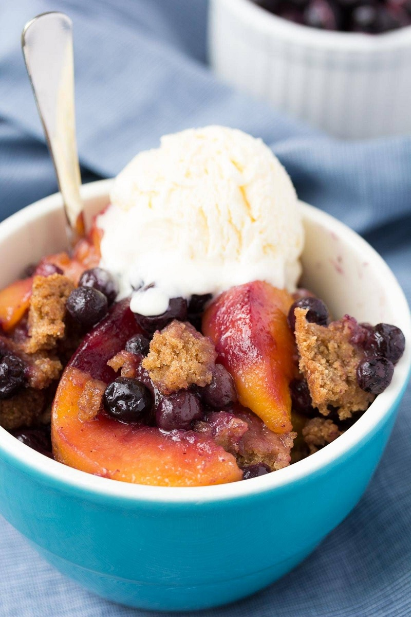 slow cooker blueberry peach cobbler recipe