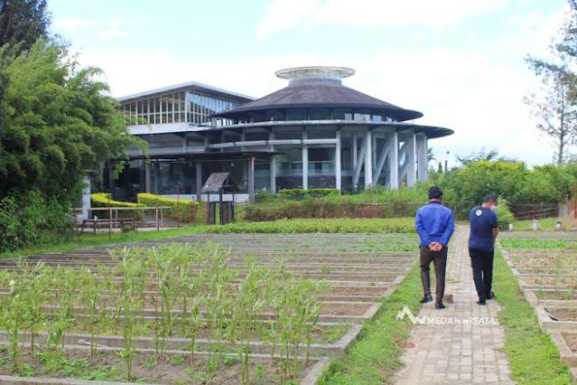 Organic Farm Tour di Taman Simalem Resort
