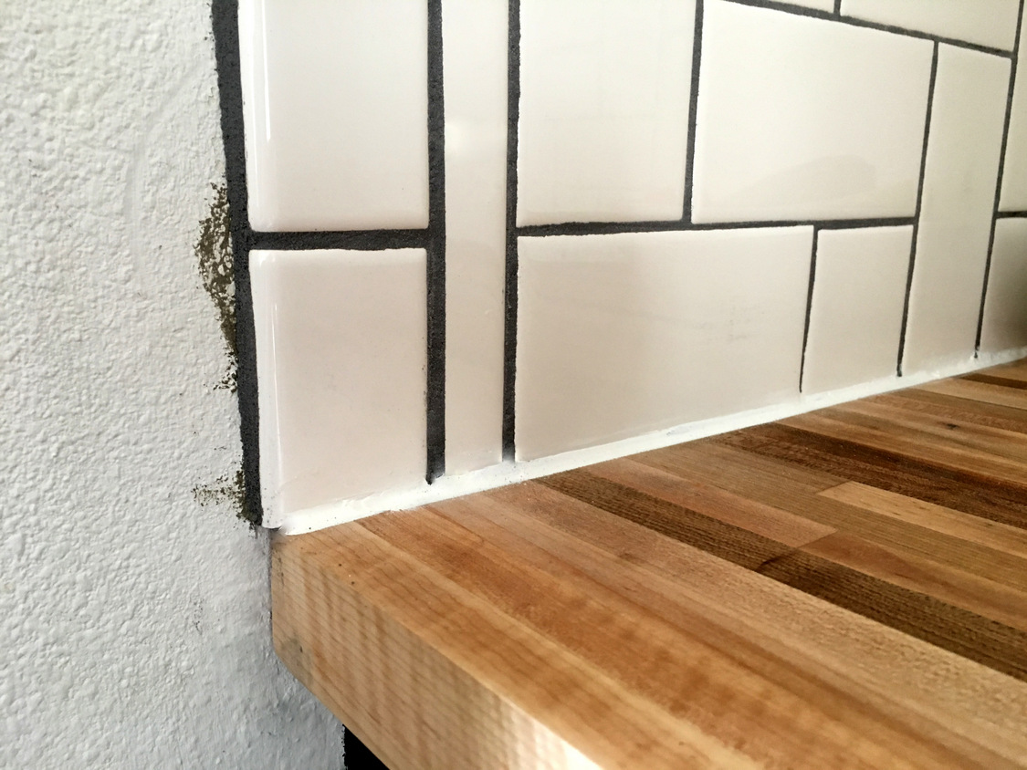 Straight herringbone tile backsplash tutorial / Create / Enjoy