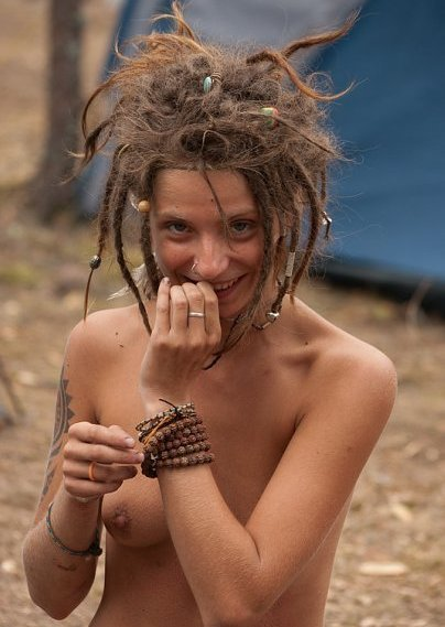 Beautiful nude hippy chick know