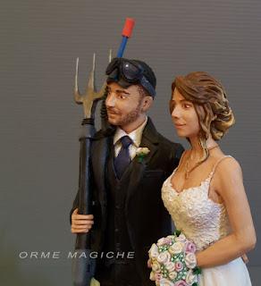 statuine sposi realistiche personalizzate decorazione torta nuziale ritratti sposi orme magiche