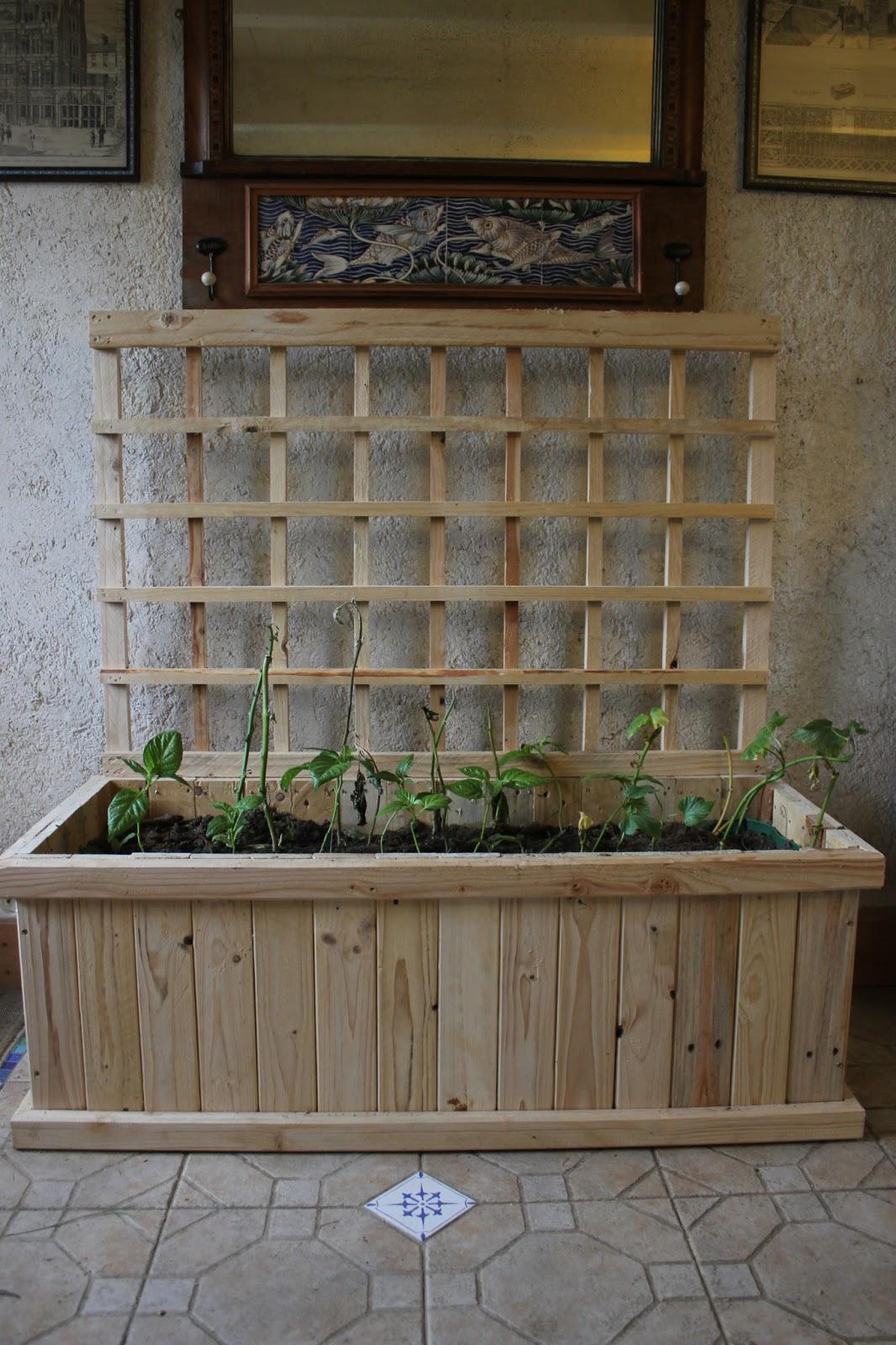 home made indoor pallet wood trellis planter part 2 the. Black Bedroom Furniture Sets. Home Design Ideas
