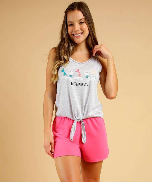 Pijama feminino, confeccionado em tecido malha, composto por blusa e short; Possui blusa com estampa frontal gato sereia com frase
