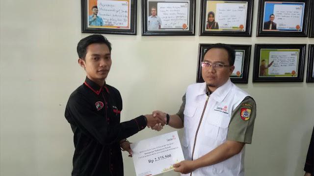 Serah Terima Donasi dari Ketua KUMAN ke Direktur Lazismu Jember