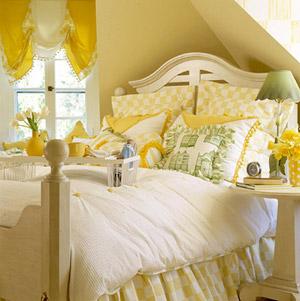 Quarto decorado amarelo e branco