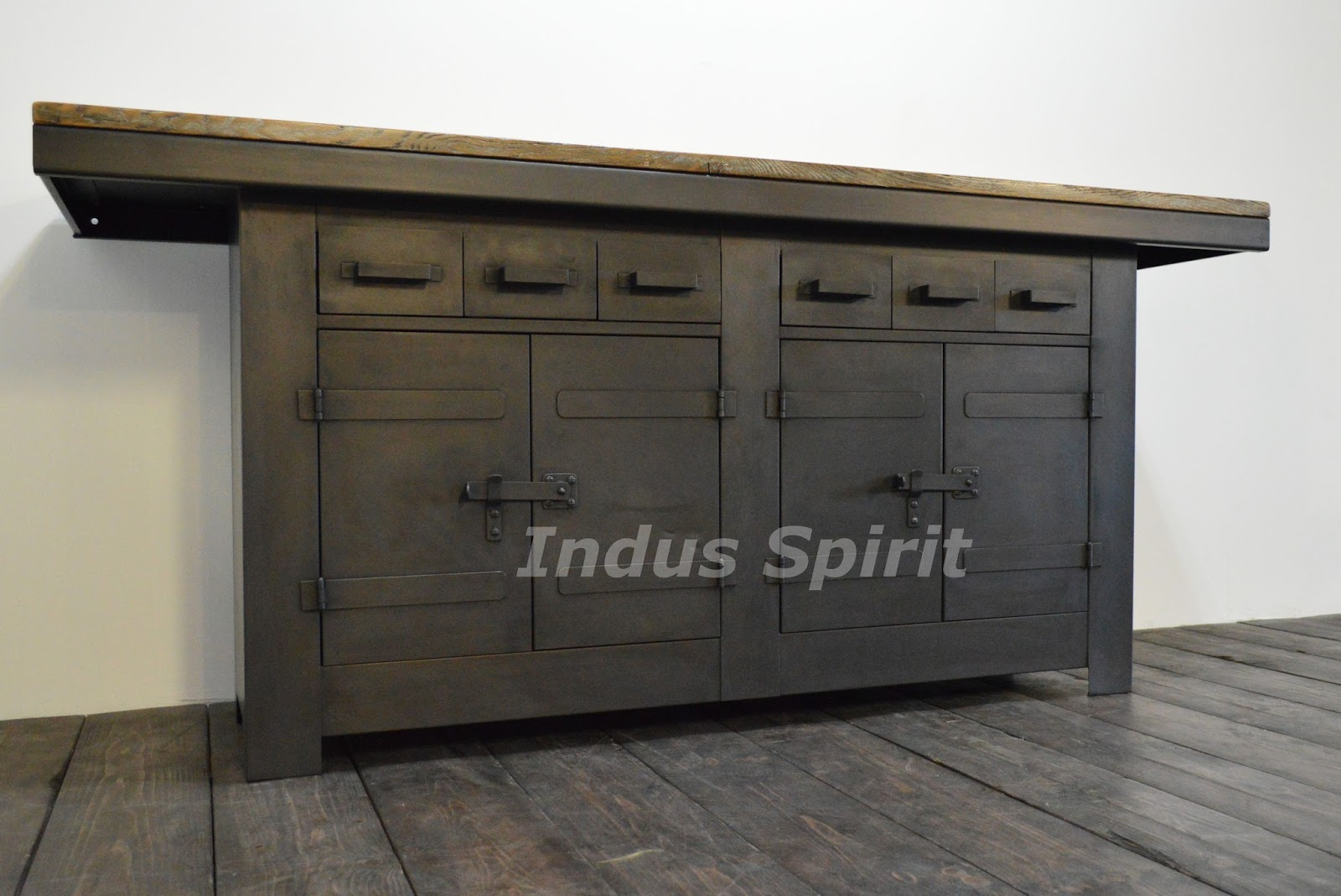 tabli industriel m tal et bois. Black Bedroom Furniture Sets. Home Design Ideas