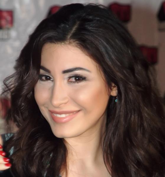 OMG! Lebanese Singer Yara Smokes In Ramadan ~ Hot Arabic Music