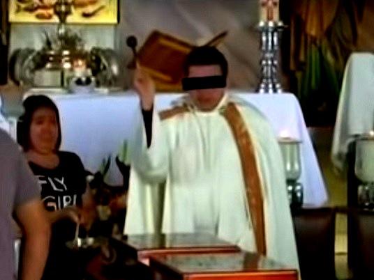 Sacerdote implicado ofició la misa de su víctima