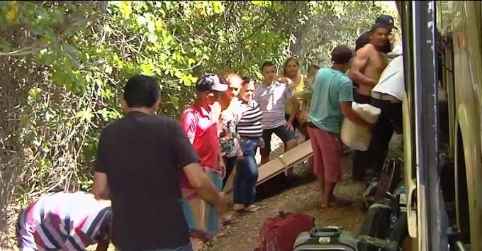 Ônibus quebra e motorista abandona veículo na rodovia com 46 passageiros