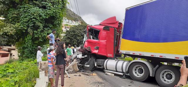 Jacobina: Carreta na contramão provoca acidente e deixa feridos na BR-324