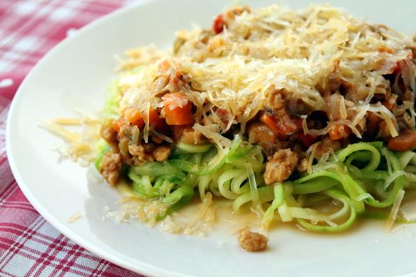 Spaghetti de calabacín con salsa bolognesa de soja